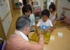 夏休み 小学生将棋ボランティア活動を見学してきました。